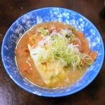 加賀屋 - 特製もつ煮込鍋¥360珍しい皿入り