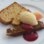 ヴァン・ウタセ - アーモンドオイル入りシフォンケーキ、プルーンの酵母ブラウニー