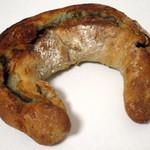 パンのお店 チャビ - くるみとゴルゴンゾーラのハチミツがけ(税別\190、2015年6月)