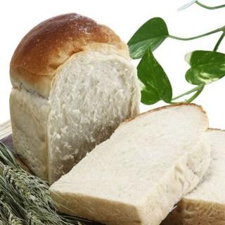 ドラゴーネ - 料理写真:【幻の食パン】 北海道産小麦はるゆたかを使用。お餅のようにもっちり。当店人気ナンバー1です。