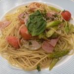 マリーン - ベーコンとアスパラとトマトのジェノバ風