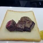 博多みやちく - お肉は赤身240gとロース120gを3人で分けて食べました。