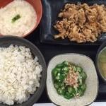 吉野家 - 麦とろ牛皿御膳(¥580)