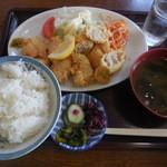 新角食堂 - 料理写真:チキンカツ定¥530-