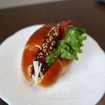 Boulangerie Cherish - ハンバーグのロールパンサンド(220円)