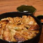 かば屋 - 博多鉄鍋ギョーザ¥680