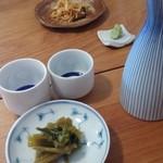 とりい - 料理写真:日本酒とあてのわさびの花