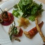 41129752 - 前菜の盛合せ。ビーツのマリネ等
