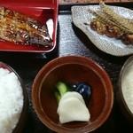南幸 - うなぎ定食(左回りに、うなぎ、骨せんべい、肝串焼き、呉汁、漬け物3種、ご飯)