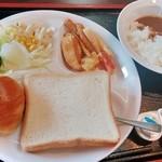 41131473 - サラダ&揚げ物&パン&カレー