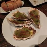 バルネア グリル - 牡蠣の香草パン粉焼き&バゲット