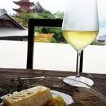 牡蠣祝 - 三次ワインとレモンチーズケーキ