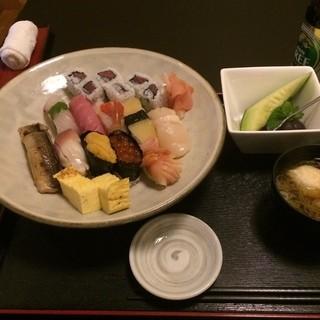 鮨処 えんどう - 鮨処えんどうの山田大名にぎり。 フカヒレもある。 うまし。 税込3500円。