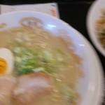 らあめん彩龍 - コンビ 930円(ブレちゃってスミマセン)