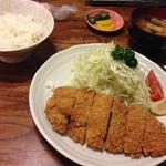 信濃屋 - チキンカツ900円(2015年8月現在)