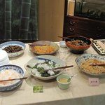4114345 - 惣菜やサラダはビュッフェ方式です。