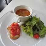 クアドリフォリオ - ランチのスープ、サラダ