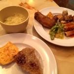 タプシハン サ カイビガン - 2015年8月23日 毎週日曜日は食べ放題ビュッフェ1000円。