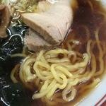 華月園 - 麺アップ