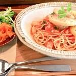 椎名町カフェ - 桃とトマトの冷製パスタ。素晴らしいお味です。