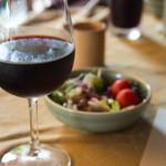 三田屋本店 やすらぎの郷 - グラスワインは、シャトー・ペレンヌ(ハウスワイン)