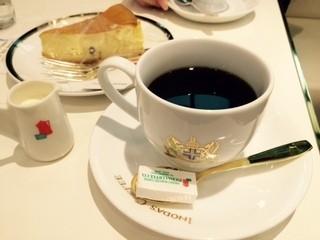 イノダコーヒ 横浜高島屋支店 - 珈琲カップが気品に溢れている!