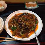 中華料理 帰郷 - 「麻婆茄子炒め定食」  8月23日の夕方に訪問。 かなり量が多く、なかなか減りませんでした。 ボリューム満点!
