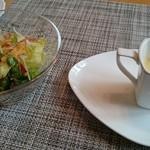 41149600 - セットのサラダとスープ
