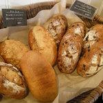 ベーカリー・パレード - いろいろなハード系パン