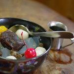 柳ばし にんきや - 白玉あんみつ、黒蜜(くろみつ)ナミナミ