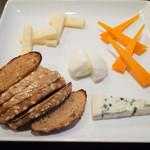 イタリアン居酒屋  FUKUOKA - チーズ盛り合わせ