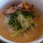 麺魂 革命児 - ラーメンのスープを投入