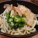 シンショー製麺うどん なべちゃん - オクラと山芋のぶっかけ大盛り、630円。(90円増)