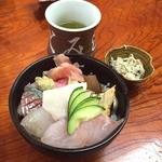 さとみ寿司 - 房総海堡丼1200円を注文。 お味噌汁とおからのポテサラみたいのが付いていました。