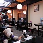 祇園 京めん - 店の中も外国人のお客さんが多いね~       ニュースでみた「京都が世界の観光都市ランキングで1位になった」       って話を実感しました。