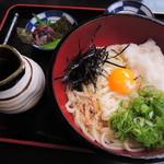 祇園 京めん - ちびつぬは、おろしうどん810円を注文!       トッピング(有料)でねり梅をつけてもらいました。