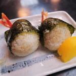 祇園 京めん - ご飯も食べたいので、天むすび190円×2個も注文!       この天むすはご飯にコシがあっておいしい~。       黒胡椒が使われてて珍しいな~って思ったけど、       意外とよく合うね。おうちでもこれ作ってみよっと。
