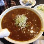 みおや - 勝浦タンタンを使った餃子やコロッケも美味しいですが、私のイチオシはカレーラーメンです! サラサラとしたスープではなく、トロミがついていて、このスープでライスも食べれちゃう勢いです! 麺は細麺。