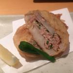 41154384 - 飲み放題5,000円コース。                       レンコンのはさみ揚げ:◎                       揚げたてで、中のお肉がジューシーでした。                       これも美味しかったです。