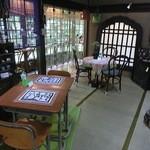 田舎家 - 店内(テーブル席)