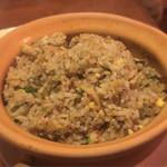 41154580 - [夜メニュー]アサリのチャーハン(正式名不明)                       イチ押しのメニューです。                       今まで食べたことない味わいです。                       トムヤンクンのようなエスニックの香りがします。