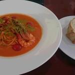 カジュアルカフェ&レストラン サンフラワー - 料理写真:有頭海老とぶつ切り小海老のトマトクリームスパゲティ