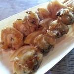 41160217 - ツブ貝串と白蛤(ホンビノス貝)¥500/各