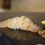 菊水鮓 - 明石産天然車海老です、料理法のお好みを聞いてくださいました、身は生で、頭は塩焼きでお願いしました