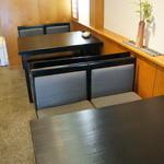 菊水鮓 - テーブル席が2卓あります