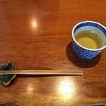 薬庵 - まずは蕎麦茶。