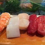 三ます - 「松すし」1600円のマグロ、ホタテ、イカ、エビ
