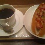cafe Copana - ホットドック¥220+セットブレンドS¥150