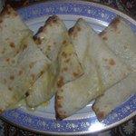 ビビ サキネ - チーズナン