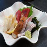 若鮨 - 鯛、マグロ、海老、貝のお造り